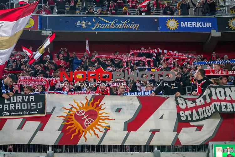 30.11.2018, Merkur Spielarena, Duesseldorf , GER, 1. FBL,  Fortuna Duesseldorf vs. 1.FSV Mainz 05,<br />  <br /> DFL regulations prohibit any use of photographs as image sequences and/or quasi-video<br /> <br /> im Bild / picture shows: <br /> die mainzer Fans halten nach Ende des Spiels die Fahnen hoch und freuen sich.. <br /> Foto © nordphoto / Meuter