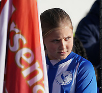 20191027 - Boreham Wood: One of the players escorts is pictured with the Arsenal flag before the Barclays FA Women's Super League match between Arsenal Women and Manchester City Women on October 27, 2019 at Boreham Wood FC, England. PHOTO:  SPORTPIX.BE | SEVIL OKTEM