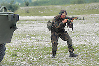 - MLF, European Multinational Land Force, Italian, Slovenian and Hungarian Combat Group; Hungarian army, infantry patrol....- MLF, Forza Europea Multinazionale di Terra, Gruppo da Combattimento Italo Sloveno Ungherese; esercito ungherese, pattuglia di fanteria
