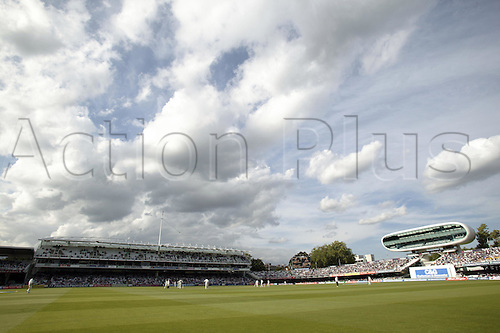 28 August 2004: General View of Lords cricket ground during the C&G Final. Photo: Steve Bardens/Action Plus...cricket 040828 cheltenham and gloucester one-day  venue venues grounds