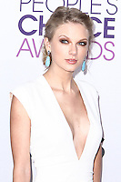 LOS ANGELES, CA - JANUARY 09: Taylor Swift arrives at the 39th Annual People's Choice Awards held at Nokia Theatre L.A. Live on January 9, 2013 in Los Angeles, California.  Credit: MediaPunch Inc. /NORTEPHOTO