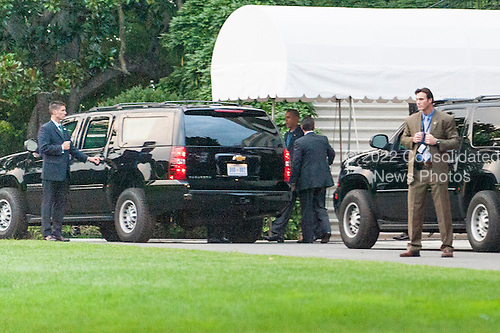 United States Secret Service agents stand by as United States President Barack Obama leaves the White House for the Naval Observatory to drop in on a dinner that Vice President Biden was hosting for Republican Senators on September 8, 2013 in Washington, DC. <br /> Credit: Pete Marovich / Pool via CNP
