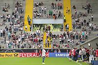 Junge Fans freuen sich auf das öffentliche Training - 05.06.2019: Öffentliches Training der Deutschen Nationalmannschaft DFB hautnah in Aachen