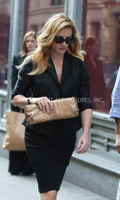WWW.ACEPIXS.COM . . . . . ....August 20 2009, New York City....Actress Julia Roberts was on set of the new movie 'Eat Pray Love' on August 20 2009 in New York City....Please byline: AJ SOKALNER - ACEPIXS.COM.. . . . . . ..Ace Pictures, Inc:  ..tel: (212) 243 8787 or (646) 769 0430..e-mail: info@acepixs.com..web: http://www.acepixs.com