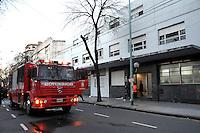 BUENOS AIRES, ARGENTINA, 08 JUNHO 2012 - INCENDIO CASA DE REPOUSO - Incendio em uma casa de repouso deixou 2 mortos e 25 feridos na manha dessa quinta-feira, 8 na cidade de Buenos Aires capital da Argentina. FOTO: JUANI RONCORONI - BRAZIL PHOTO PRESS.