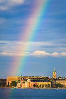 Regnbåge och sol över Riddarholmen Stockholm