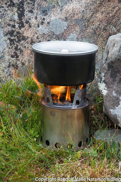 Bushbuddy vedbrenner for turbruk. ---- Bushbuddy wood burning stove.