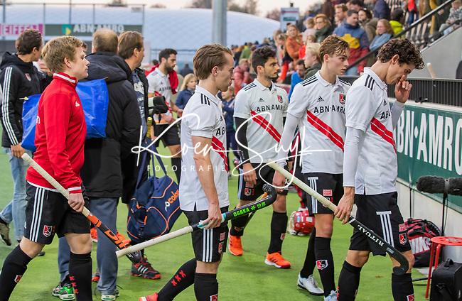 AMSTELVEEN - Teleurstelling bij Amsterdam met in het midden Rik van Kan (Adam) en rechts Johannes Mooij (Adam)    na de competitie hoofdklasse hockeywedstrijd mannen, Amsterdam- Den Bosch (2-3).   COPYRIGHT KOEN SUYK