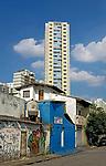 Casas a venda no bairro Pompeia, Sao Paulo. 2017. Foto de Manuel Lourenço.
