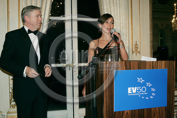 BRUSSELS - BELGIUM - 30 NOVEMBER 2004 --The EV50 Gala Dinner and Awards Ceremony 2004--The presenter Pat COX and Dana SPINANT, Editor of European Voice. PHOTO: ERIK LUNTANG / EUP-IMAGES