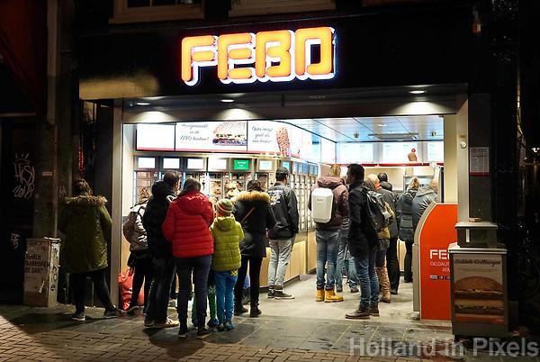 Nederland - Amsterdam - Januari 2019. Drukte bij de Febo bij het Rembrandtplein. Foto Berlinda van Dam / Hollandse Hoogte.