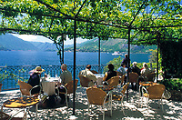 ITA, Italien, Lombardei, Comer See, Varenna: Cafe mit Seeblick | ITA, Italy, Lombardia, Lake Como, Varenna: famous holiday resort, cafe