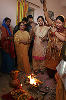 06.12.2008 Delhi(Harayana)<br /> <br /> The bride putting oil in the fire during the puja before the wedding day.<br /> <br /> La mariée mettant de l'huile dans le feu pendant une puja avant le jour du mariage.