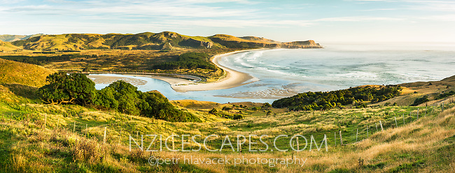 Sunrise on Wickliffe Bay on Otago Peninsula. Victory Beach and Papanui Inlet in centre, Otago, East Coast, New Zealand, NZ