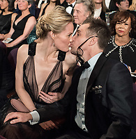 Oscar&reg; winner for performance by an Actor in a Supporting Role, Sam Rockwell and Leslie Bibb, at the 90th Oscars&reg; at the Dolby&reg; Theatre in Hollywood, CA on Sunday, March 4, 2018.<br /> *Editorial Use Only*<br /> CAP/PLF/AMPAS<br /> Supplied by Capital Pictures