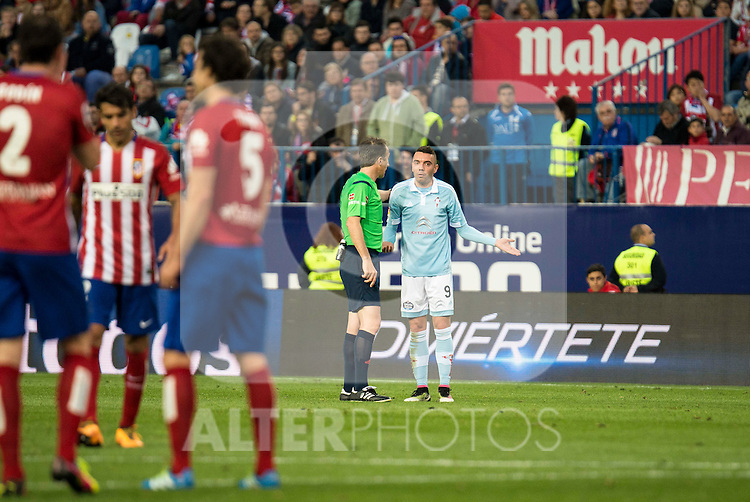 Celta de Vigo's Iago Aspas talking with the referee during La Liga Match at Vicente Calderon Stadium in Madrid. May 14, 2016. (ALTERPHOTOS/BorjaB.Hojas)