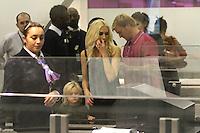 GWEN STEFANI, SON FILS ZUMA &amp; LE GROUPE &quot;NO DOUBT&quot; QUITTENT PARIS PAR L' AEROPORT DE ROISSY CHARLES DE GAULLE.<br /> (KDENA/NortePhoto)