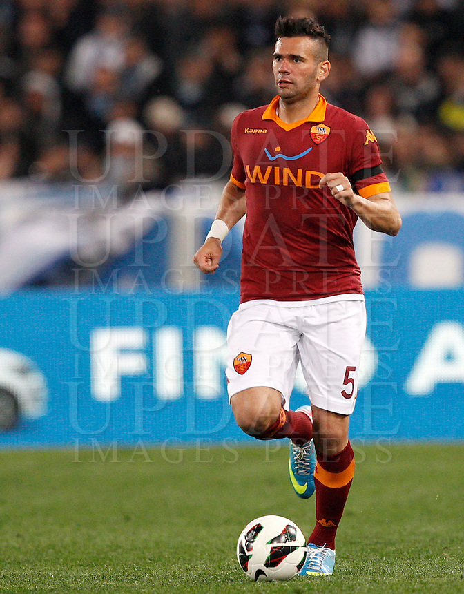 Calcio, Serie A: Roma vs Lazio. Roma, Stadio Olimpico, 8 aprile 2013..AS Roma defender Leandro Castan, of Brazil, in action during the Italian serie A football match between A.S. Roma  and Lazio at Rome's Olympic stadium, 8 april 2013..UPDATE IMAGES PRESS/Riccardo De Luca