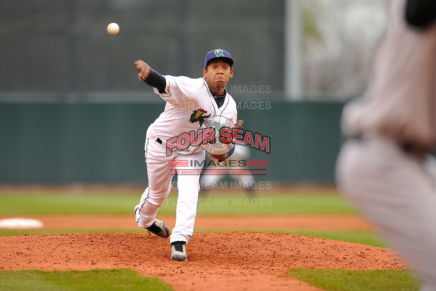 Yorman Landa #46 of the Cedar Rapids Kernels throws against the Kane County Cougars at Perfect Game Field on May 1, 2014 in Cedar Rapids, Iowa. The Kernels won 5-2.   (Dennis Hubbard/Four Seam Images)