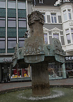 General view of a fountain in Speisemarkt, Bingen, Nord Rhein-Westphalia, Germany.<br /> <br /> Gesamtansicht von einem brunnen in Speisemarkt, Bingen, Nord Rhein-Westfalen, Deutschland.