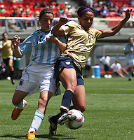 Chile, Chillan:Usa forward Sydney Leroux goes for the ball along with Yanina Hernandez during the football second match of the Fifa U-20 Women´s World Cup the at Nelson Oyarzún stadium in Chillán , on November 22 2008. Photo by Grosnia/ISIphotos.com