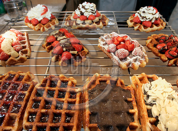 BRUSSELS - BELGIUM - 23 MAY 2005-- Brussels city centre. -- Waffles of different flavours. -- PHOTO: JUHA ROININEN / EUP-IMAGES