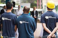 """Gefluechtete werden Auszubildende bei den Berliner Wasserbetrieben.<br /> Im Rahmen des sog. """"Horizonte""""-Projektes haben seit Jahresanfang sechs junge Gefluechtete aus Afghanistan, Aegypten, Aethiopien, Iran, Pakistan und Syrien gemeinsam mit sechs Berliner Jugendlichen als Sprachtandem ein Praktikum durchlaufen. Die Berliner Jugendlichen haben den Gefluechteten wesentlich beim erlernen der deutschen Sprache geholfen.<br /> Zehn Jugendliche beginnen im September Ausbildung eine Ausbildung bei den Berliner Wasserbetrieben.  <br /> Die Senatorin fuer Arbeit, Integration und Frauen, Dilek Kolat und der Personalvorstaendin der Wasserbetriebe, Kerstin Oster, uebergaben den Jugendlichen am Freitag den 5. August 2016 bei einer kleinen Feier ihr Praktikumszertifikat und beglueckwunschten sie zu ihrem Ausbildungsplatz.<br /> 5.8.2016, Berlin<br /> Copyright: Christian-Ditsch.de<br /> [Inhaltsveraendernde Manipulation des Fotos nur nach ausdruecklicher Genehmigung des Fotografen. Vereinbarungen ueber Abtretung von Persoenlichkeitsrechten/Model Release der abgebildeten Person/Personen liegen nicht vor. NO MODEL RELEASE! Nur fuer Redaktionelle Zwecke. Don't publish without copyright Christian-Ditsch.de, Veroeffentlichung nur mit Fotografennennung, sowie gegen Honorar, MwSt. und Beleg. Konto: I N G - D i B a, IBAN DE58500105175400192269, BIC INGDDEFFXXX, Kontakt: post@christian-ditsch.de<br /> Bei der Bearbeitung der Dateiinformationen darf die Urheberkennzeichnung in den EXIF- und  IPTC-Daten nicht entfernt werden, diese sind in digitalen Medien nach §95c UrhG rechtlich geschuetzt. Der Urhebervermerk wird gemaess §13 UrhG verlangt.]"""
