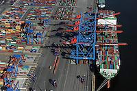 DEUTSCHLAND Hamburg Hafen Containerterminal Burchardkai der HHLA, Containerschiff der chinesischen Reederei Evergreen<br />  /<br /> GERMANY Hamburg container harbour , HHLA terminal, container vessel of chinese shipping company Evergreen