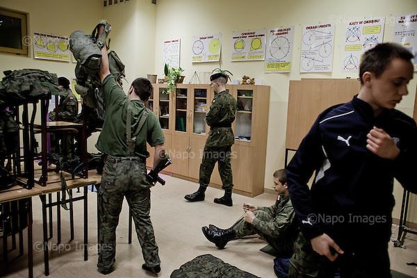 LOMIANKI, 3/2015:<br /> Nocny alarm. Czlonkowie organizacji &quot;Strzelec&quot; podczas obozu szkoleniowego w lokalnym gimnazjum. Od rozpoczecia wojny na Ukrainie rozne organizacje paramilitarne staja sie coraz bardziej popularne.<br /> Fot: Piotr Malecki<br /> <br /> LOMIANKI NEAR WARSAW, POLAND, MARCH 2015:<br /> Members of &quot;Strzelec&quot; (&quot;The Shooter&quot;) paramilitary association dressing up during night alarm on weekend training at one of the local schools.<br /> Since the start of war in Ukraine, paramilitary associations are becoming more popular.<br /> (Photo by Piotr Malecki)