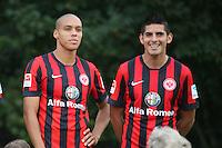 Spieler stellen sich auf zum Mannschaftsfoto von Eintracht Frankfurt