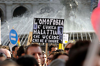 Roma 10 Ottobre 2009.Manifestazione nazionale  contro l'Omofobia.Rome, October 10, 2009.The national demonstration against homophobia..the banner reads: Homophobia is the only disease that kills those who are immune