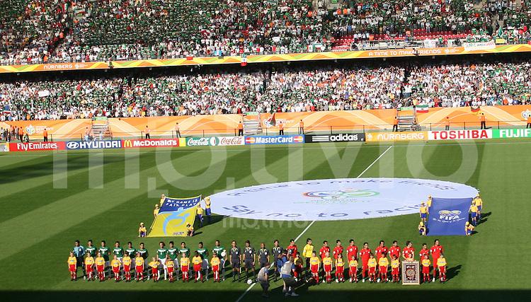 Fussball WM 2006 Vorunde Gruppe D Mexico - Iran Stadionoebersicht vor dem Speil mit den Nationalteams