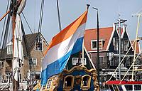 Nederland - Volendam - 2018.  Statenjacht de Utrecht met een Prinsenvlag. De prinsenvlag is een Nederlandse historische vlag. Ze werd oorspronkelijk gevoerd door de orangisten tijdens de Tachtigjarige Oorlog. De kleuren zijn in het Frans orange blanc bleu. Dit werd in het Nederlands vertaald als oranje blanje bleu.  Foto Berlinda van Dam / Hollandse Hoogte