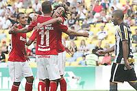 RIO DE JANEIRO, 27.04.2014 -  Rafael Moura do Internacional comemora seu segundo gol durante o jogo contra Botafogo disputado neste domingo no Maracanã. (Foto: Néstor J. Beremblum / Brazil Photo Press)