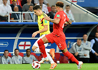 MOSCU - RUSIA, 03-07-2018: Santiago ARIAS (Izq) jugador de Colombia disputa el balón con Kyle WALKER (Der) jugador de Inglaterra durante partido de octavos de final por la Copa Mundial de la FIFA Rusia 2018 jugado en el estadio del Spartak en Moscú, Rusia. / Santiago ARIAS (L) player of Colombia fights the ball with Kyle WALKER (R) player of England during match of the round of 16 for the FIFA World Cup Russia 2018 played at Spartak stadium in Moscow, Russia. Photo: VizzorImage / Julian Medina / Cont