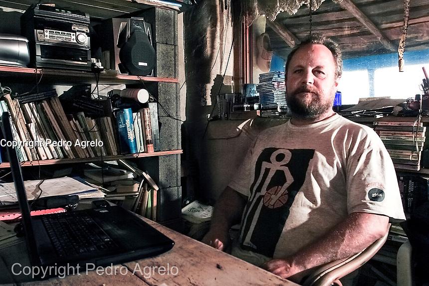 Martin Verfondern en su casa del Pueblo Santaolalla. Petin, A Rua.<br /> Lugar donde se rodo la pelicula Sempre Xonxa. Desde hace a&ntilde;os solo viven dos familias y tienen serias disputas. <br /> fecha:14-08-09<br /> foto:&copy;pedro agrelo<br /> <br /> Fecha: 02-04-2013 Martin Verfondern fue asesinado por un vecino.