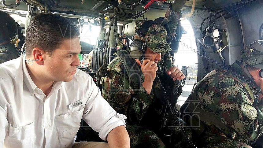 QUIBDO-CHOCO -COLOMBIA. 18-NOVIEMBRE-2014. Desde la noche del pasado domingo se reforzaron los dispositivos de seguridad en el Choco con la llegada de tropas desde diferentes lugares del pais. El ministro Juan Carlos Pinzon dirige personalmente las operaciones que se despliegan desde la sede de la Brigada 15 , en Quibdo. Las Fuerzas Militares siguen en operaciones en el Choco para rescatar a las personas secuestradas.   From Sunday night safety devices in Choco with the arrival of troops from different parts of the country were strengthened. Minister Juan Carlos Pinzon personally directs the operations that deploy from the headquarters of the 15th Brigade in Quibdo. The security forces continue operations in the Choco to rescue the abductees.Photo: VizzorImage / Mauricio Orjuela / Ministerio de Defensa Nacional