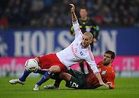 FUSSBALL   1. BUNDESLIGA   SAISON 2011/2012   22. SPIELTAG Hamburger SV - Werder Bremen       18.02.2012 Mladen Petric (li, Hamburger SV) gegen Sokratis Papastathopoulos (re, SV Werder Bremen)