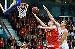 ****BETALBILD**** <br /> Uppsala 2015-04-24 Basket SM-Final 3 Uppsala Basket - S&ouml;dert&auml;lje Kings :  <br /> Uppsalas Rickard Eriksson p&aring; v&auml;g att g&ouml;ra po&auml;ng i kamp om bollen med S&ouml;dert&auml;lje Kings Carl Engstr&ouml;m under matchen mellan Uppsala Basket och S&ouml;dert&auml;lje Kings <br /> (Foto: Kenta J&ouml;nsson) Nyckelord:  Basket Basketligan SM SM-final Final Fyrishov Uppsala S&ouml;dert&auml;lje Kings SBBK