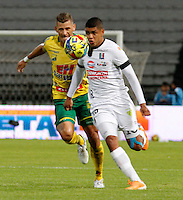 MANIZALES  -COLOMBIA. 26-OCTUBRE-2014. Jaime Sierra jugador del Once Caldas en accion contra el Atletico Huila . Juego entre los equipos Once Caldas y Atletico Huila  partido de la 16 fecha de La Liga Postobon II jugado en el estadio Palogrande .  / Jaime Sierra player of Once Caldas in actions against Huila . Action game between teams Atletico Huila and Once Caldas party 16 The date Postobon II League played at the stadium Palogrande .Photo:  VizzorImage / Santiago Osorio / Stringer