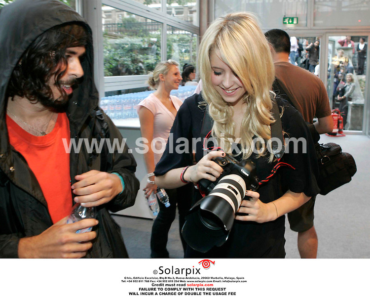 ALL ROUND PICTURES BY SOLARPIX.COM. .**NO PUBLICATION IN FRANCE, SCANDANAVIA, AUSTRALIA AND GERMANY** NO UK NEWSPAPER PUBLICATION - UK MAGAZINES ONLY**.Peaches Geldof at the Ben de Lisi show at London Fashion week on 19.09.06. JOB REF:2809-SFE..MUST CREDIT SOLARPIX.COM OR DOUBLE FEE WILL BE CHARGED.....