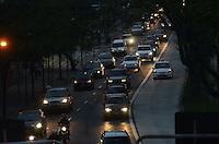 SAO PAULO, 11 DE JULHO DE 2012 - TRANSITO SP - Transito na Avenida Reboucas, sentido centro, regiao central da capital no fim da tarde desta quarta feira. FOTO: ALEXANDRE MOREIRA - BRAZIL PHOTO PRESS