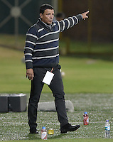 BOGOTÁ -COLOMBIA-23-02-2016. Nilton Bernal técnico de Fortaleza FC gesticula durante partido contra Once Caldas por la fecha 6 de Liga Águila I 2016 jugado en el estadio Metropolitano de Techo en Bogotá./ Nilton Bernal coach of Fortaleza FC gestures during the match against Once Caldas for the date 6 of the Aguila League I 2016 played at Metropolitano de Techo stadium in Bogota. Photo: VizzorImage / Gabriel Aponte / Staff