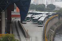 SAO PAULO, SP, 21-05-2014, TERMINAIS FECHADOS. Alguns terminais de onibus amanheceram fechados nessa quarta-feira (21), na foto o terminal do Expresso Tiradentes que fica no Pq D. Pedro, região central de São Paulo.          Luiz Guarnieri/ Brazil Photo Press.