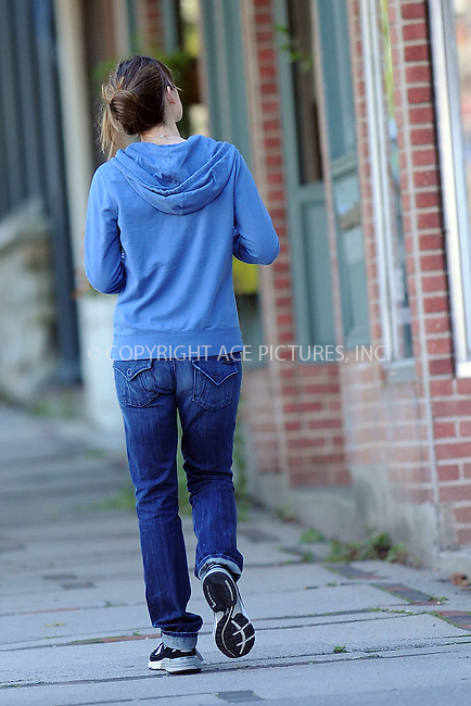 WWW.ACEPIXS.COM . . . . . ....October 11 2009, Boston....Actress Jennifer Garner seen near her home on October 11 2009 in Boston, MA....Please byline: KRISTIN CALLAHAN - ACEPIXS.COM.. . . . . . ..Ace Pictures, Inc:  ..tel: (212) 243 8787 or (646) 769 0430..e-mail: info@acepixs.com..web: http://www.acepixs.com