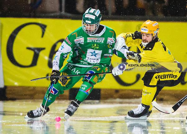Stockholm 2014-02-21 Bandy SM-kvartsfinal 3 Hammarby IF - Vetlanda BK :  <br /> Hammarbys Jesper Jonsson i aktion mot Vetlandas Jesper Hvornum <br /> (Foto: Kenta J&ouml;nsson) Nyckelord: