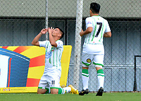 ENVIGADO - COLOMBIA, 03-04-2019: Sergio Romero, de Atlético Bucaramanga celebra el gol anotado al Envigado F. C., durante partido entre Envigado F. C. y Atlético Bucaramanga de la fecha 13 por la Liga Águila I 2019, en el estadio Polideportivo Sur de la ciudad de Envigado. / Sergio Romero, of Atletico Bucaramanga celebrates a scored goal to Envigado F. C., during a match between Envigado F. C., and Atletico Bucaramanga of the 13th date  for the Leguaje Aguila I 2019 at the Polideportivo Sur stadium in Envigado city. Photo: VizzorImage / León Monsalve / Cont.