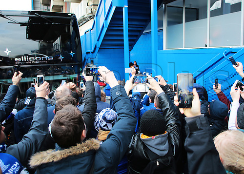 05.03.2016. Stamford Bridge, London, England. Barclays Premier League. Chelsea versus Stoke City. Chelsea fans record the players coach arriving on their mobiles