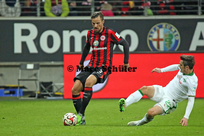 Haris Seferovic (Eintracht) gegen Fin Bartels (Werder) - Eintracht Frankfurt vs. SV Werder Bremen, Commerzbank Arena