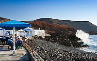 Spain, Canary Island, Lanzarote: Fish restaurants on seafront of El Golfo village | Spanien, Kanarische Inseln, Lanzarote, El Golfo village: Fischrestaurant direkt am Meer